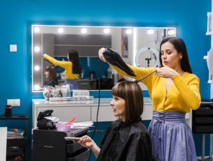 Укладка волос и макияж